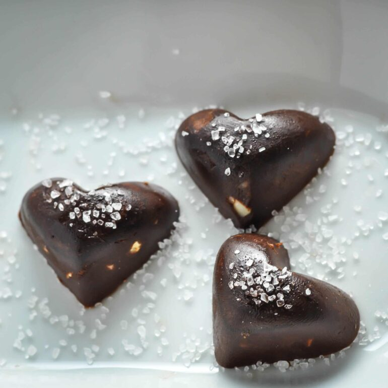 Chocolate Fat Bomb with Macadamia & Sea Salt [Recipe] | KETOGASM.com #keto #fatbomb #lchf #lowcarb #ketogenic #ketosis #recipe #chocolate #macadamia #seasalt #paleo #valentine keto recipes